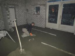 De realisatie van de sneldrogende cementdekvloer in Arnhem